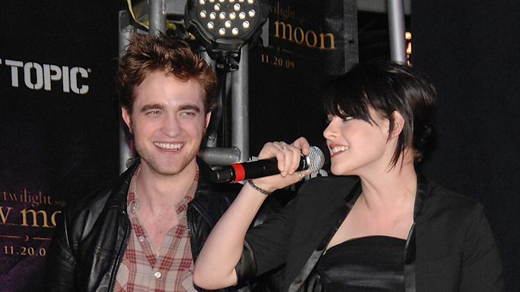 Twilight Saga New Moon Press Tour 2009 Robert Pattinson Kristen Stewart