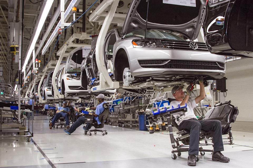 VW letter to Tenn. workers confirms talks with UAW