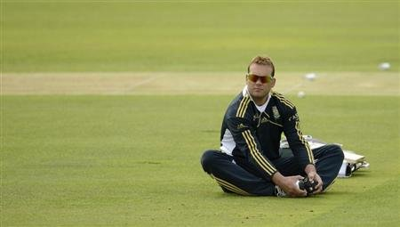 South Africa's Kallis stretches during a training session before Thursday's third cricket test match against England at Lord's in London