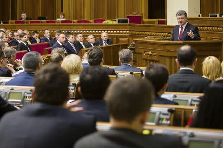Ukrainian parliament angers Moscow by scrapping 'non-aligned' status