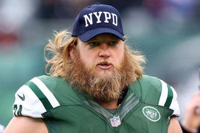Nick Mangold calls 911 to help pancake block some robbers
