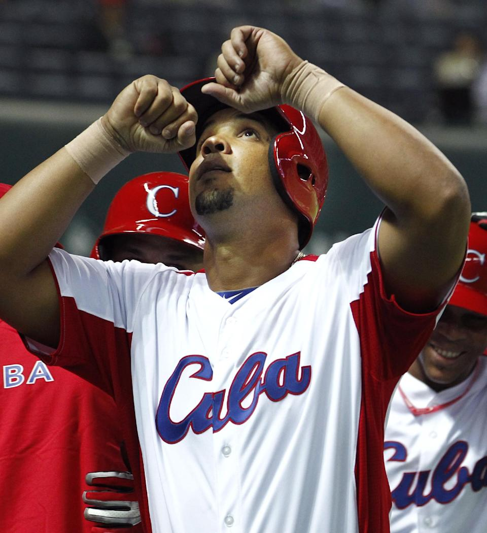 AP Source: White Sox land Cuban slugger Abreu