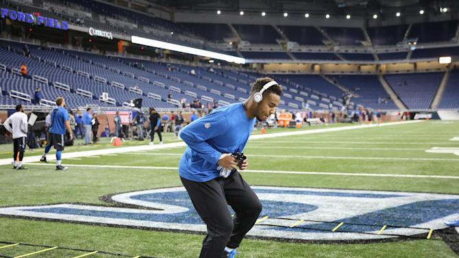 Detroit Lions tight end Eric Ebron warms up before the first half of an NFL football game against the Chicago Bears in Detroit, Thursday, Nov. 27, 2014