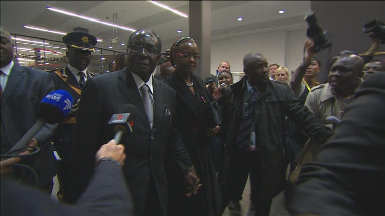 Zimbabwe's President Mugabe and wife arrive for Mandela's national memorial service in Johannesburg