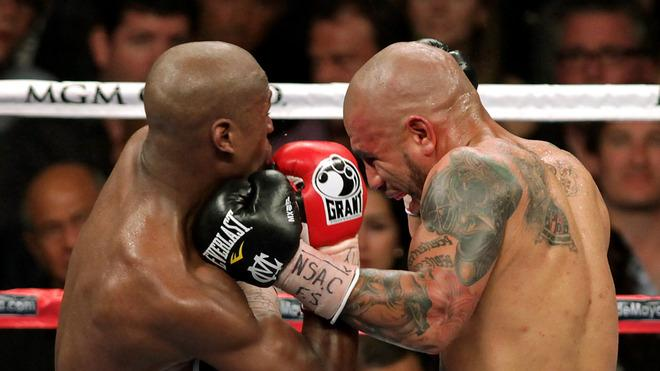 Floyd Mayweather Jr. (L) Trades AFP/Getty Images