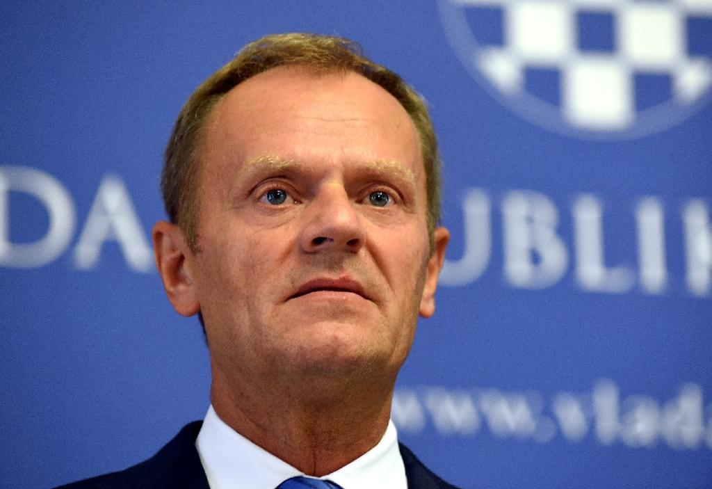 Tusk calls for EU to take at least 100,000 refugees