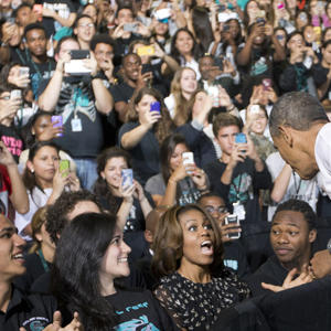 Obama Urges Students to File Financial Aid Form