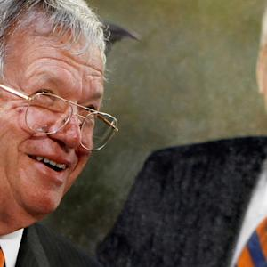 Judge in ex-House Speaker Hastert's case donated to his campaign