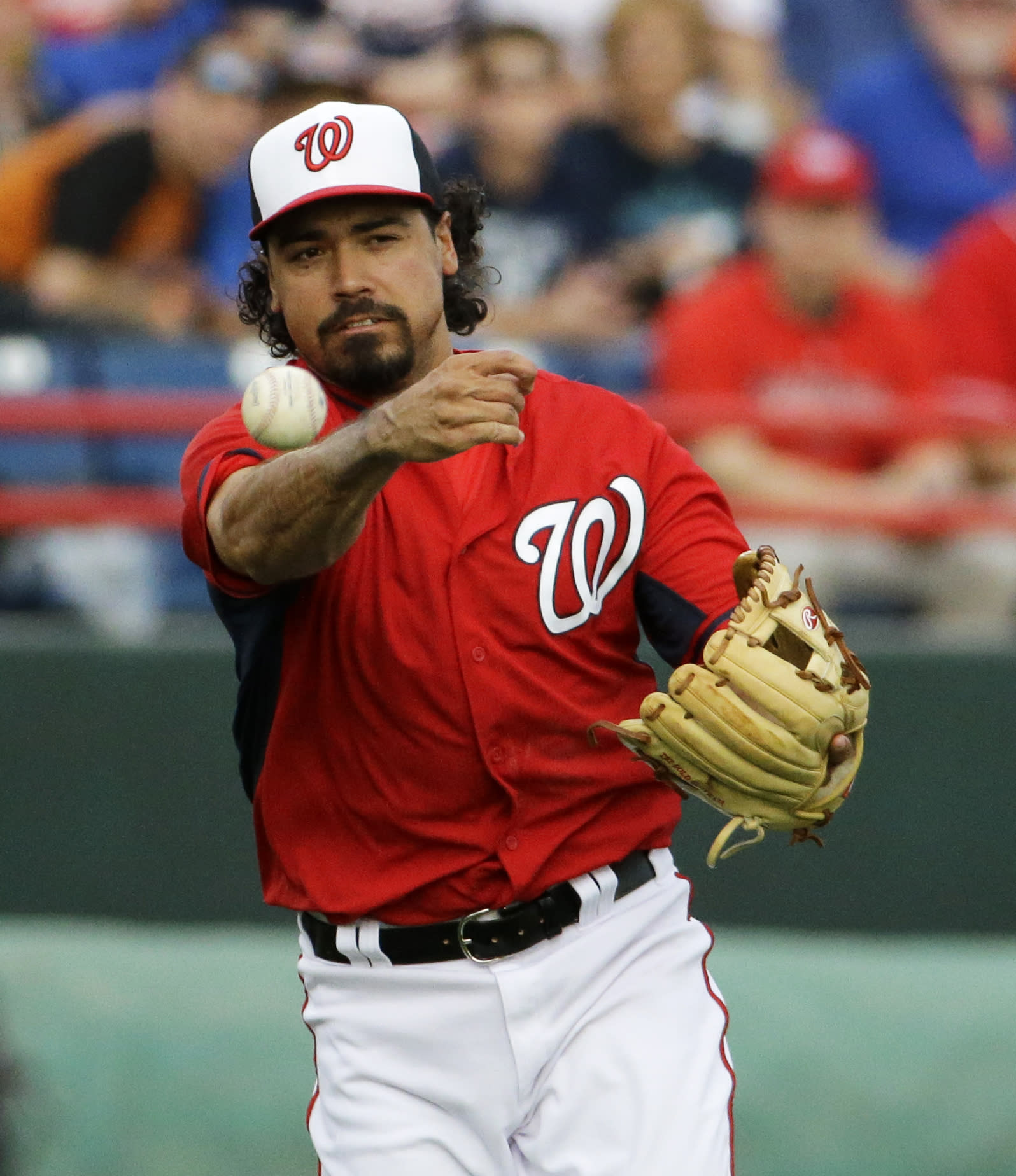 Nats' third baseman Rendon seeks 3rd opinion on knee