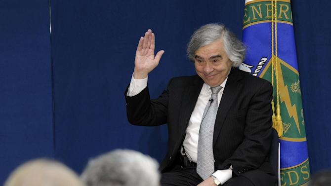 Dr. Ernest Moniz waves to the audience before the start of a ceremony where he was  sworn in as Energy Secretary, Tuesday, May 21, 2103,  at the Energy Department in Washington. (AP Photo/Susan Walsh)
