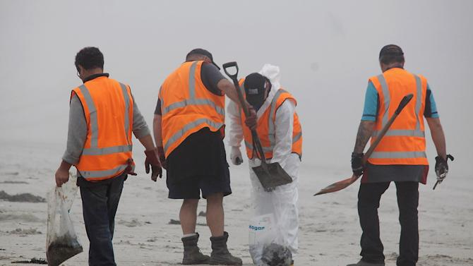Oil Spill Grows In New Zealand