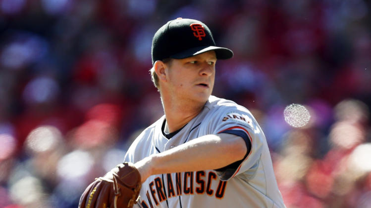 San Francisco Giants starting pitcher Matt Cain throws against the Cincinnati Reds in the fourth inning of Game 5 of the National League division baseball series, Thursday, Oct. 11, 2012, in Cincinnati. (AP Photo/David Kohl)