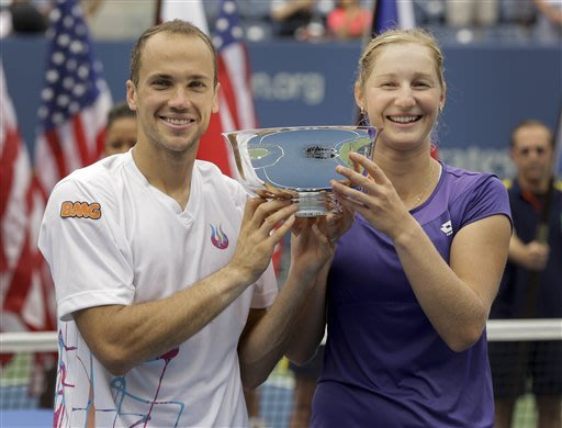 Makarova, Soares win US Open mixed doubles title