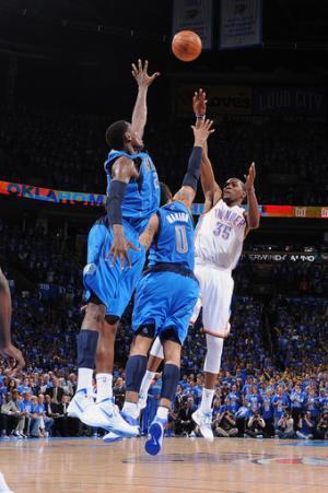Durant's winner lifts Thunder past Mavs, 99-98