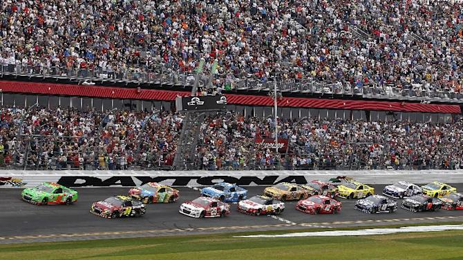 Danica Patrick (10) and Jeff Gordon (24) lead the pack to start the NASCAR Daytona 500 Sprint Cup Series auto race at Daytona International Speedway, Sunday, Feb. 24, 2013, in Daytona Beach, Fla. (AP Photo/Terry Renna)