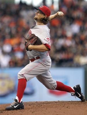 Leake pitches nine-hitter as Reds beat Giants 5-1