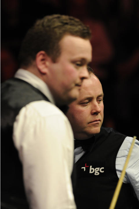 John Higgins of Scotland (R) and Shaun Murphy of England are pictured during the semi-final match in the BGC Masters snooker tournament at Alexandra Palace in north London on January 21, 2012.  AFP PH