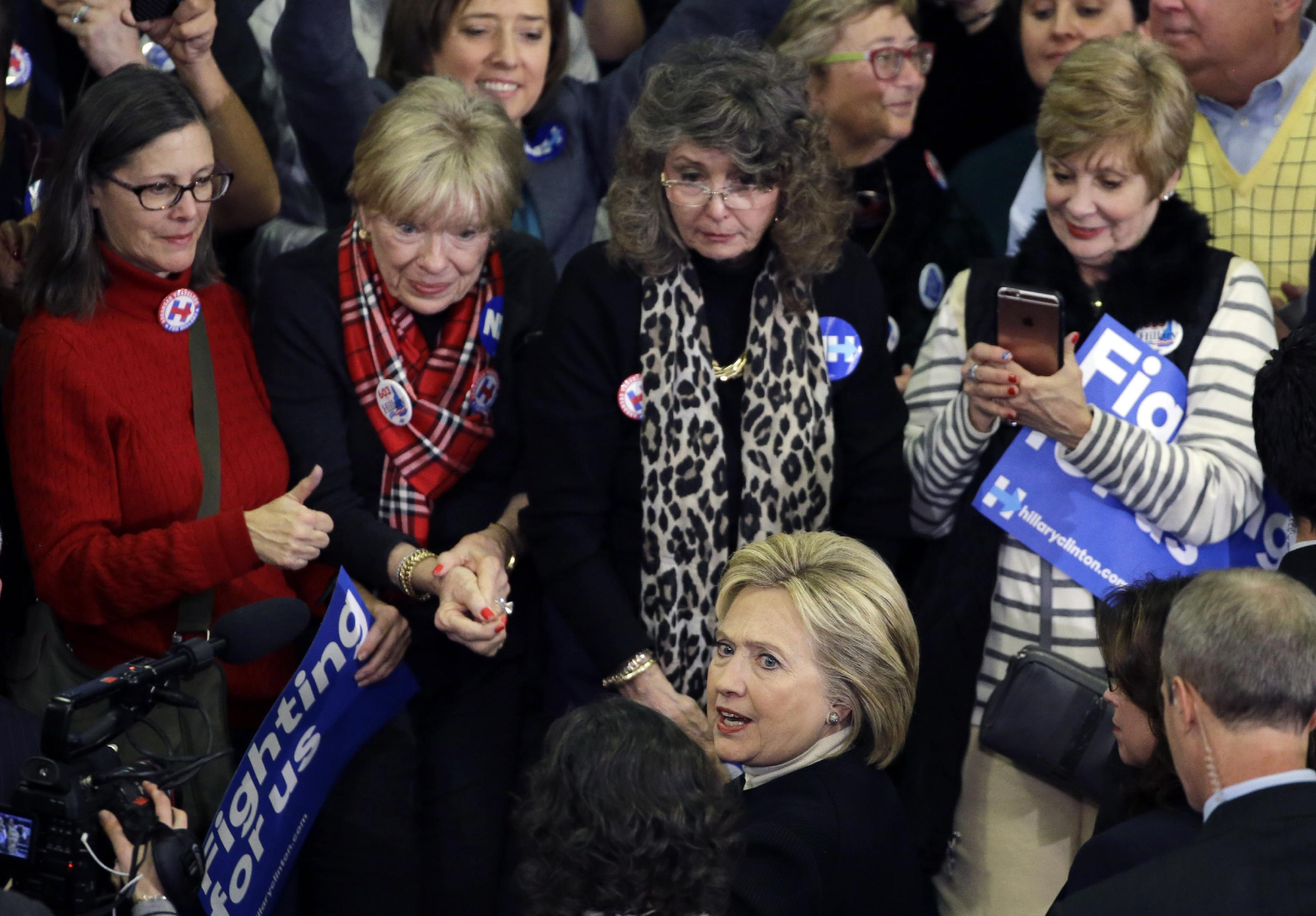 Clinton struggles to win over younger women