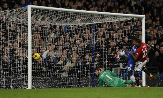 Chelsea's Eto'o shoots past Manchester United's Valencia and de Gea to score during their English Premier League soccer match at Stamford Bridge