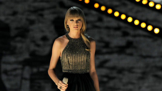 Swift, Bryan, Hayes to perform at CMT Music Awards