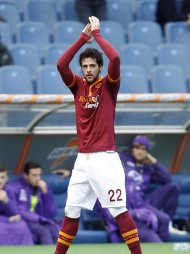 AS Roma's Mattia Destro greets supporters as he leaves the field during their Italian Serie A soccer match against Fiorentina at the Olympic stadium in Rome December 8, 2013. REUTERS/Giampiero Sposito (ITALY - Tags: SPORT SOCCER)