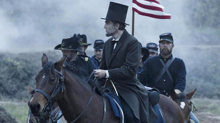 'Lincoln' review: Daniel Day-Lewis is mesmerizing as 16th US president