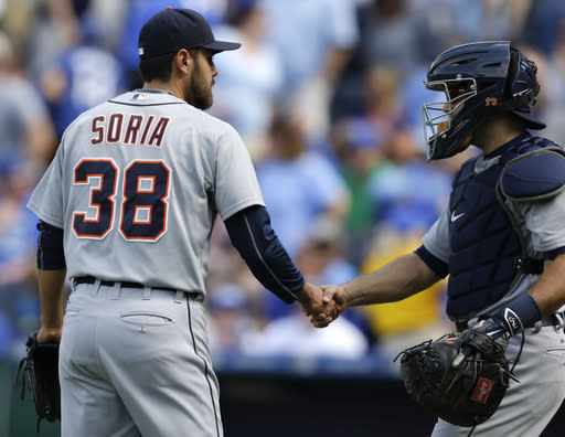 Tigers, Royals resume respectful rivalry with split