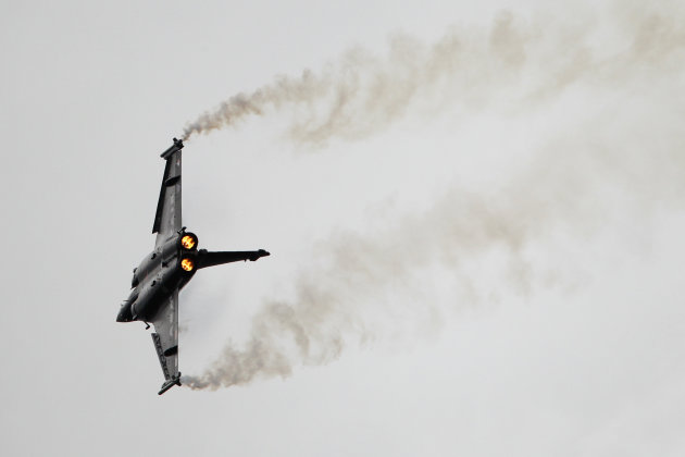 A Rafale jet fighter performs a demonstration flight at the 49th Paris Air Show at Le Bourget airport, east of Paris, Wednesday June 22, 2011. (AP Photo/Francois Mori)