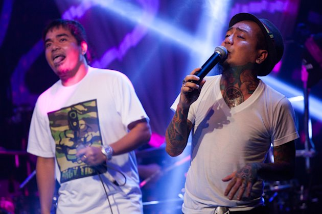 "Gloc-9 and Jay Contreras collaborate on ""Kunwari."" Photo by Niña Sandejas."