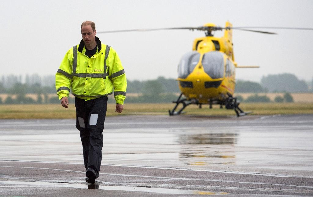 Prince William to give up air ambulance pilot job