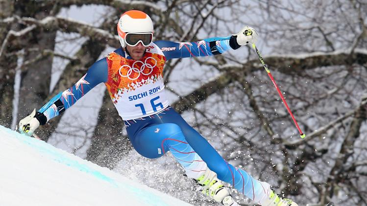 Bode Miller out of slalom after tweaking left knee