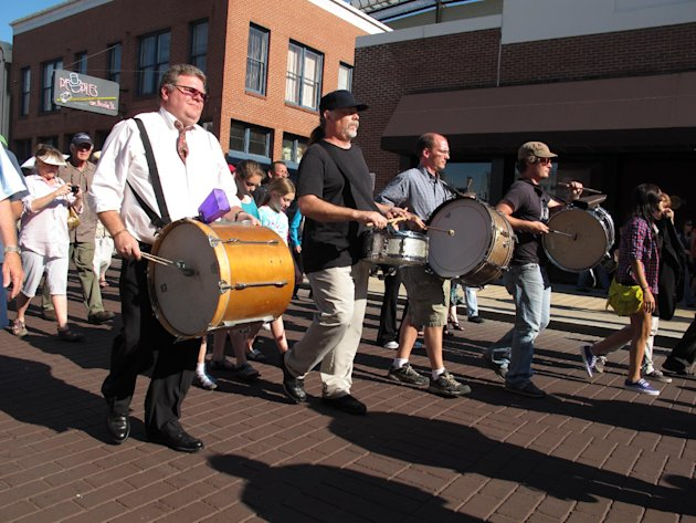 "Drummers participate in a funeral parade down Memphis' Beale Street honoring late soul bassist Donald ""Duck"" Dunn on Wednesday, May 23, 2012 in Memphis, Tenn. More than 100 fans walked and danced down the Memphis drag during the New Orleans-style parade to remember Dunn, who died May 13 at age 70 while on tour in Japan. (AP Photo/Adrian Sainz)"