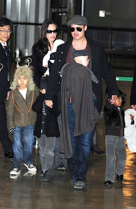 Jolie Pitt kids Japan Airport