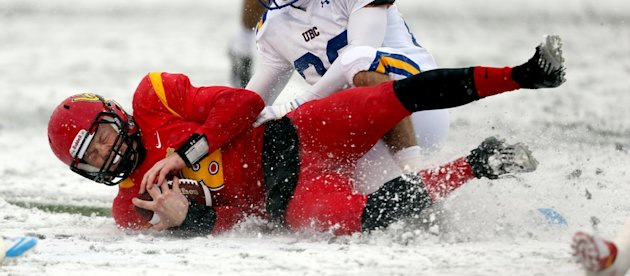 Calgary and UBC battled each other and the weather in Canada West semifinal action Saturday (David Moll, University of Calgary)