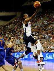 Kevin Durant of the US Men's Senior National Team, right, jumps for the ball against Jose Manuel Calderon, left, of Spain Men's Senior National Team during an exhibition match between Spain and the United States Tuesday, July 24, 2012, in Barcelona, Spain, in preparation for the 2012 Summer Olympics. (AP Photo/Manu Fernandez)