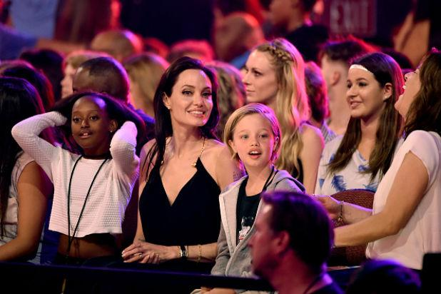 Angelina Jolie Makes First Post-Surgery Appearance at Nickelodeon's Kids' Choice Awards (Photos)