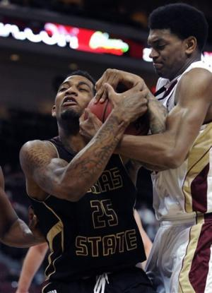 Texas State upsets Denver 72-68 in WAC play