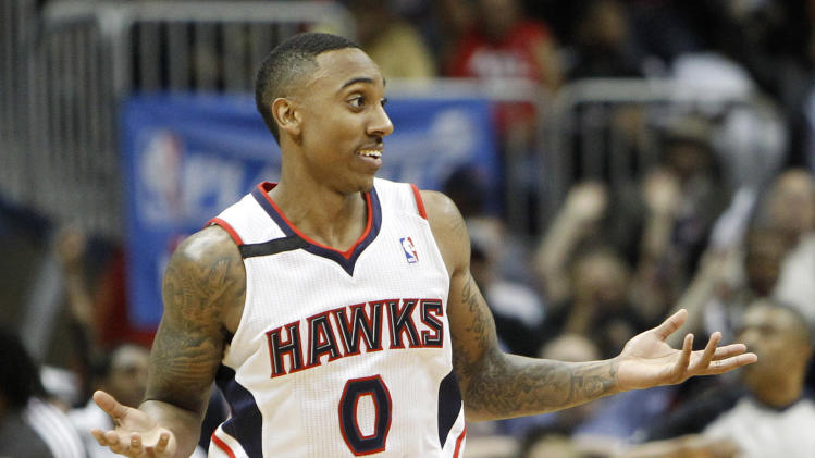 Jeff Teague hits ridiculous (and controversial) running-out-of-…