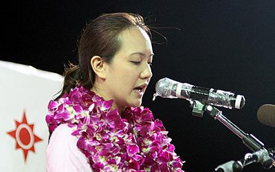 Nicole Seah makes a surprise apology on behalf of MM Lee. (Yahoo! photo/Kzan Kek)