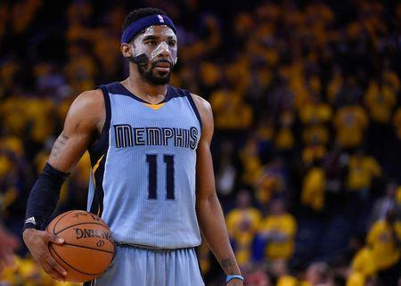 NBA-Grizzlies maul Warriors to even series
