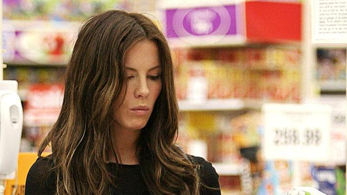 Kate Beckinsale and her  husband Len Wiseman do some holiday shopping at Target and Toys R Us