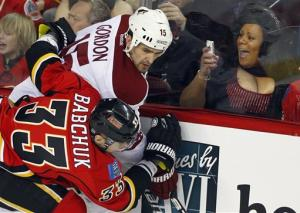 Iginla nets winner as Flames beat Coyotes 4-1
