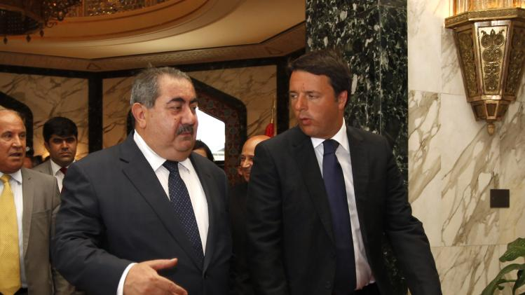 Iraq's Foreign Minister Hoshiyar Zebari walks next to Italy's Prime Minister Matteo Renzi at Baghdad's airport