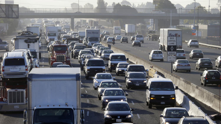 Highway 880 is packed with commuters on Friday, Oct. 18, 2013, in Oakland, Calif. Commuters in the San Francisco Bay Area got up before dawn on Friday and endured heavy traffic on roadways, as workers for the region's largest transit system walked off the job for the second time in four months.(AP Photo/Marcio Jose Sanchez)