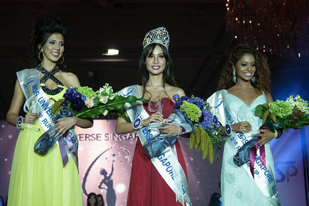 From left to right: Nowreen Khan, winner Lynn Tan and second runner up Louisa Thomas. (Yahoo! photo)