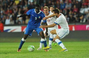 Czech Republic 0-0 Italy: Balotelli dismissed for visitors in Prague stalemate