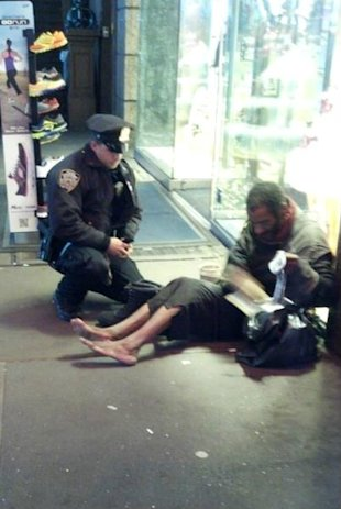 Policeman helps homeless man