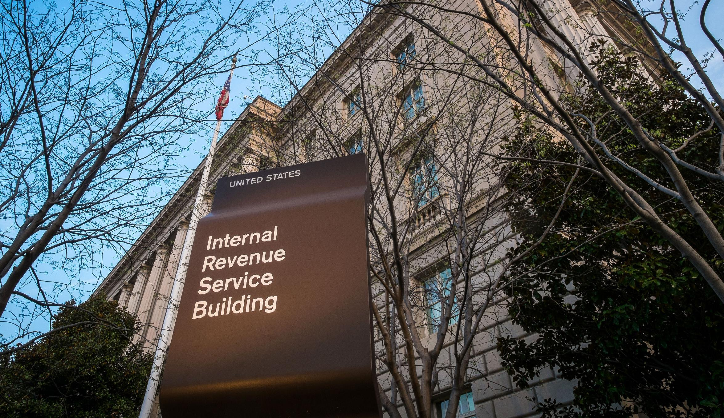 IRS chief says 2015 tax-filing season likely headed for on-time start