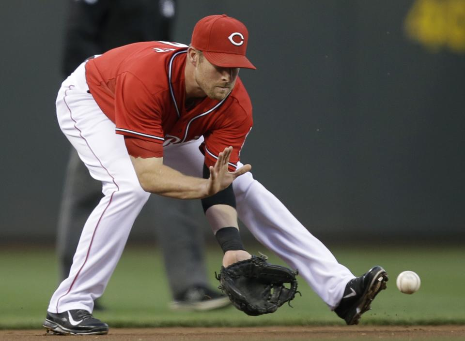 Reds fall to Pirates 4-1, trail to host wild card