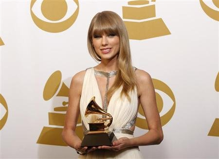 Taylor Swift holds the award for Best Song Written For Visual Media for &quot;Safe & Sound&quot; backstage at the 55th annual Grammy Awards in Los Angeles, California February 10, 2013. REUTERS/Mario Anzuoni